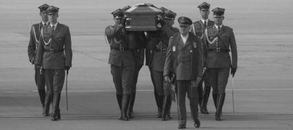 trumna z prezydentem Kaczorowskim